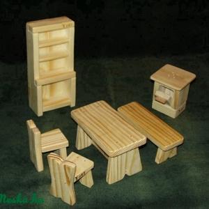 Baba- konyhabútor készlet, Gyerek & játék, Játék, Baba, babaház, Fajáték, Famegmunkálás, A készlet natúr fából készült, és parrafinolajjal van lekezelve.\nTartalma : 1 db konyhaszekrény, 1 d..., Meska