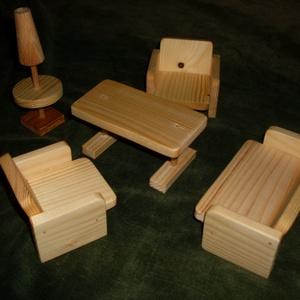 Baba nappali- bútor készlet, Gyerek & játék, Játék, Fajáték, Baba játék, Famegmunkálás,  A készlet natúr fából kéészült, paraffinolajjal van kezelve az ágyakban az ágynemű különböző színű ..., Meska