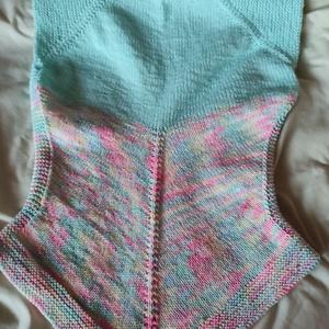 Pille cukor női felső, Ruha & Divat, Női ruha, Póló, felső, Kötés, Kézi kötött egyedi termék. Női felső, önmagában vagy mellényként is viselhető. Átmeneti időben, vagy..., Meska