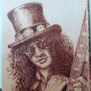 Slash pirográf portré, Otthon & lakás, Képzőművészet, Dekoráció, Kép, Lakberendezés, Falikép, Napi festmény, kép, Gravírozás, pirográfia, Fotó, grafika, rajz, illusztráció, Falra akasztható fa csiptetős táblára kézzel égetett pirográf technikával készült Slash (az egykori ..., Meska