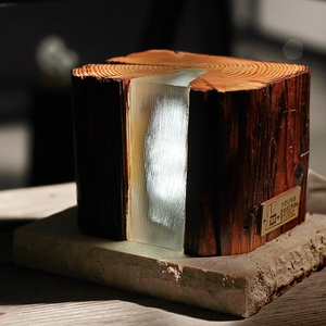 CUBE lámpa antik gerendából, Otthon & lakás, Dekoráció, Lakberendezés, Lámpa, Hangulatlámpa, Asztali lámpa, Famegmunkálás, Újrahasznosított alapanyagból készült termékek, Hosszú kísérletezések eredményeként létrejött egyedülállóan különleges hatásású kreáció, A nagy szil..., Meska
