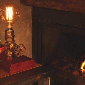 LORD szivarszoba lámpa, Otthon & lakás, Lakberendezés, Lámpa, Asztali lámpa, Hangulatlámpa, Asztaldísz, Famegmunkálás, Fémmegmunkálás, Antik sárgaréz elzárószelep pácolt tölgy 4 cm vastag talpon, piros textilkábellel, kapcsolóval, vill..., Meska