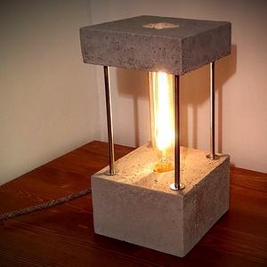BRICK beton asztali lámpa antik szénszálas EDISON izzóval, Otthon & Lakás, Lámpa, Asztali lámpa, Kőfaragás, Méret 13x13x26cm\nSúly4.3kg\n2m-es textilvezeték kapcsolóval\n40W-osE27 Carbon decor izzó\nLámpa alján f..., Meska