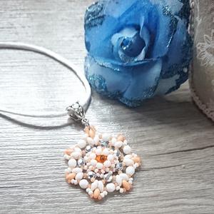 Narancssárga virág, Ékszer, Medálos nyaklánc, Nyaklánc, Ez a narancssárga-fehér medál superduo, csiszolt gyöngy, kásagyöngy és rivoli felhasználásával készü..., Meska