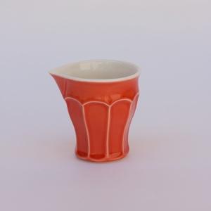 yutta 1,5 dl-es fületlen tejkiöntő, Konyhafelszerelés, Otthon & lakás, Kancsó , Kerámia, 1,5 dl-es fületlen félporcelán kiöntő\nszíne: narancssárga\nsúlya: 20 dkg\nmagassága: 8,3 cm\nszélessége..., Meska