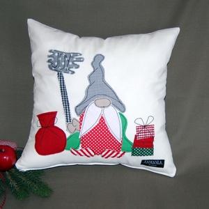 Karácsonyi párnahuzat - manó, Otthon & Lakás, Karácsony & Mikulás, Karácsonyi dekoráció, Varrás, Patchwork, foltvarrás, Ez az egyedi, kézzel készült párnahuzat tökéletes karácsonyi hangulatot teremt, kiváló dekoráció nap..., Meska