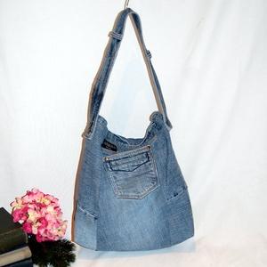 Farmer női válltáska - bevásárló táska, Táska & Tok, Kézitáska & válltáska, Nagy pakolós táska, A táska alapanyaga újrahasznosított farmer, így rendkívül strapabíró. A táska méretét úgy terveztem,..., Meska