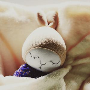 Pippa zokninyuszi, Gyerek & játék, Játék, Baba játék, Játékfigura, Plüssállat, rongyjáték, Baba-és bábkészítés, Varrás, Pippa 100 % pamutzokniból készült. Arca hímzett, levehető ruhácskája textilből varrva. Vatelin tömőa..., Meska