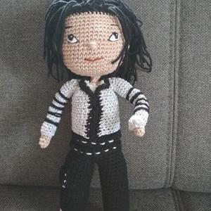 Horgolt Michael Jackson baba, Művészet, Textil, Egyéb, Horgolás, Varrás, Először egy Jackson rajongó barátnőmnek készítettem, a második példány pedig egy megrendelő kérésére..., Meska