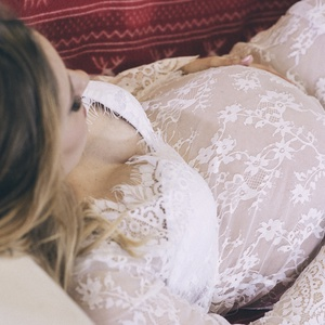 Fehér hosszú ujjú csipke  kismama ruha (Zebubaby) - Meska.hu