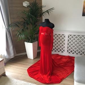 Piros bársoyn kismama ruha uszállyal, Kismamaruha, Női ruha, Ruha & Divat, Varrás, A képen látható piros uszályos, bársony kismama ruhát főként fotózásra ajánlom.\n\n Szinte minden kism..., Meska