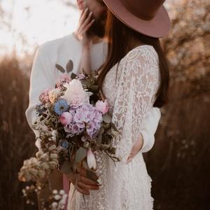 Calliope  Csipke Ruha, Esküvő, Ruha, Menyasszonyi ruha, Varrás, Üdvözöllek a ZeBu Be You Shopban!\n\nCalliope ruhánk elragadó, bohó stílusú ruhakölteményünk, amelyet ..., Meska