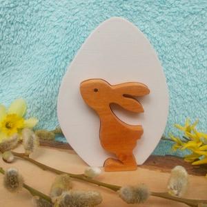 Fa tojásban fiú nyúl, Otthon & lakás, Dekoráció, Ünnepi dekoráció, Húsvéti díszek, Lakberendezés, Asztaldísz, Égerfából készült , szétszedhető húsvéti dekoráció. Mindkét oldala gyerekjátékokra használt festékke..., Meska