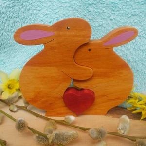 Nyúl pár szívvel, Otthon & lakás, Dekoráció, Ünnepi dekoráció, Húsvéti díszek, Lakberendezés, Asztaldísz, Égerfából készült húsvéti dekoráció. Szétszedhető! Mindkét oldala festett! Gyerekjátékokra használt ..., Meska