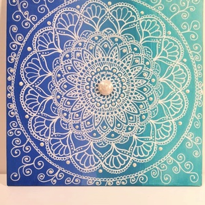 Mandala/csipke, Otthon & lakás, Képzőművészet, Festmény, Dekoráció, Akril, Festmény vegyes technika, Festészet, Festett tárgyak, Mandala melkartonra (préselt lemezre kasírozott, alapazott festővászon) akrillal fesve, közepét 1 db..., Meska