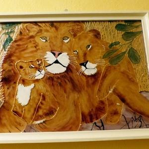 Oroszláncsalád Üvegfestmény, Dekoráció, Kép, Üvegművészet, Egy oroszláncsalád tagjait festettem meg üvegre. Anya, apa és kicsinyük.... Mérete: A / 4 A kép bek..., Meska