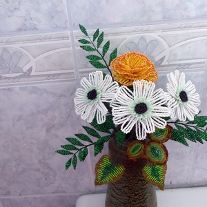 Egy csokor virág gyöngyből, Dekoráció, Csokor, Gyöngyfűzés, Egy csokor virágot készítettem, ami aprólékos munkával, nagyon sok gyöngyből készült, egyedi terv a..., Meska