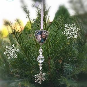 Egyedi, fényképes, fotós, családi karácsonyfadísz, Karácsonyfadísz, Karácsony & Mikulás, Ékszerkészítés, Gyöngyfűzés, gyöngyhímzés, Igazán egyedi, gyönyörű, finoman csillogó karácsonyfadísz szeretteid fényképével, szív alakú, ezüst ..., Meska