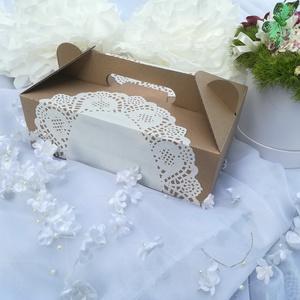Esküvői sütis doboz, Esküvő, Papírművészet, Esküvői sütis doboz.\nMutatós, egyedi, romantikus.\nMérete: 22 x 14 x 7 cm. (fogantyú nélkül): \nA dobo..., Meska