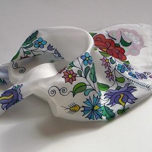 Kézzel festett SELYEMKENDŐ, matyó virág minta, színes, fekete és fehér_23, Magyar motívumokkal, Táska, Divat & Szépség, Sál, sapka, kesztyű, Ruha, divat, Kendő, Selyemfestés, anyaga: 100% hernyóselyem\nmérete: 55x55 cm\negyéb: kímélő mosószerrel / samponnal, kézzel vagy mosógé..., Meska
