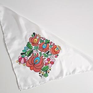Kézzel festett SELYEMKENDŐ, matyó virág, színes, fekete, fehér_57 - Meska.hu