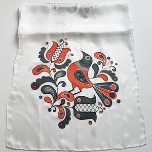 Kézzel festett SELYEMSÁL, magyar népművészet, virág és madár minta, piros fekete fehér és szürke árnyalatai_45 - ruha & divat - sál, sapka, kendő - kendő - Meska.hu
