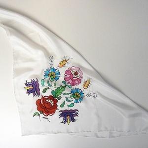 Kézzel festett SELYEMKENDŐ, matyó virág, színes, fekete, fehér_60 - ruha & divat - sál, sapka, kendő - kendő - Meska.hu