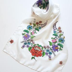 Kézzel festett SELYEMSÁL, matyó virág minta, színes, fekete és fehér_26 (zitanart) - Meska.hu