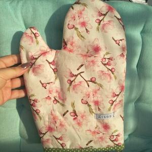 Sakura edényfogó kesztyű, Otthon & lakás, Konyhafelszerelés, Edényfogó, Varrás, Patchwork, foltvarrás, Sakura mintás, koreai lenvászonból varrtam ezt az edényfogó kesztyűt. Dupla vatelinbélést kapott min..., Meska