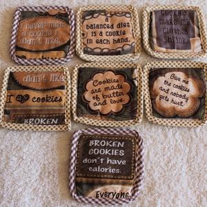 Kekszes alátétek, Otthon & lakás, Konyhafelszerelés, Edényalátét, Bögre, csésze, Lakberendezés, Lakástextil, Varrás, Keksszel, sütivel kapcsolatos vicces szövegeket tartalmazó amerikai designer pamutvászonból varrtam ..., Meska