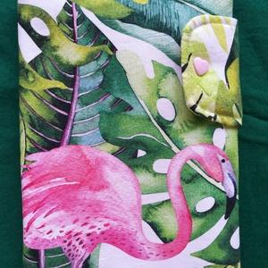 Flamingós baba egészségügyi kiskönyv borító, Gyerek & játék, Baba-mama kellék, Gyerekszoba, Falvédő, takaró, Otthon & lakás, Lakberendezés, Lakástextil, Takaró, ágytakaró, Patchwork, foltvarrás, Varrás, Flamingós designer pamutvászonból varrt, vetexre vasalt, vatelinnel bélelt, patenttal záródó kisköny..., Meska