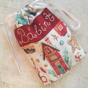 Névhímzéssel ellátott Mikulás zsák / ajándék zsák, Karácsony & Mikulás, Mikulás, Hímzés, Varrás, Pamutvászonból varrt zsákocska, ami szolgálhat Mikulás ajándék csomagolásaként vagy átadhatod benne ..., Meska