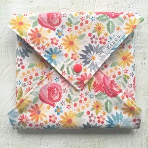 Népi motívumos-virágos ökoszalvéta, újraszalvéta, csomagoló szalvéta, Táska & Tok, Uzsonna- & Ebéd tartó, Szendvics csomagoló, Varrás, Csodaszép, népies stílusú, hímzett virágokat mintázó, minőségi designer pamutvászonból varrt textils..., Meska