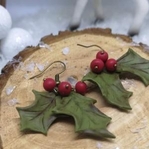 Fagyöngy ihlette fülbevaló süthető gyurmából, Ékszer, Fülbevaló, Ékszerkészítés, Gyurma, Süthető gyurmából készült ez a kis karácsonyi fülbevaló, tökéletes viselet ünnepekre!\nAjándéknak is ..., Meska
