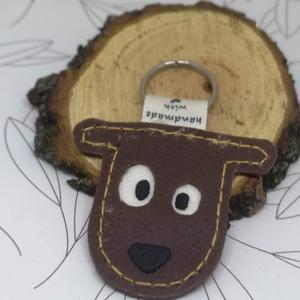 Börhatású süthető gyurmából készült cuki kutyafejes kulcstartó, Táska, Divat & Szépség, Kulcstartó, táskadísz, Gyurma, Bőrhatású süthető gyurmából készület ez a  kutyafejes kulcstartó.\n\nMéret:  5,5*6,5 cm.\n, Meska
