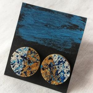 Fehér-kék parafa bedugós fülbevaló , Ékszer, Fülbevaló, Ékszerkészítés, Festett tárgyak, Méretre darabolt parafából (parafa dugóból) készült, bedugós fülbevaló. Kék, fehér és sötétkék színű..., Meska