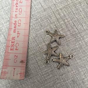 Fém tengeri csillag  fityegő,medál, Gyöngy, ékszerkellék, Egyéb alkatrész, Fém tengeri csillag ezüst színben.1,6 cm hosszú., Meska