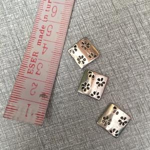 Fém  köztes, Gyöngy, ékszerkellék, Egyéb alkatrész, Fém köztes ezüst színben.1,2×1,2 cm , Meska