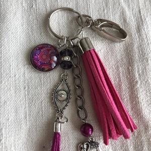 Pink-lila kulcstartó,táskadísz, Egyéb, Táska, Divat & Szépség, Kulcstartó, táskadísz, Ékszerkészítés, Romantikus hangulatú kulcstartó.\nPink,lila és fém díszítő elemekből állt össze ez a kedves kulcstart..., Meska