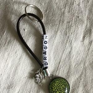 Kulcstartó dragon, Táska & Tok, Kulcstartó & Táskadísz, Kulcstartó, , Sárkány kulcstartó.\nAjándéknak vagy csak úgy...\nKönnyű és látványos :)\nHossza 16 cm.\n, Meska