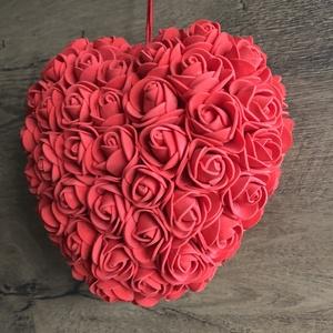 Piros szív habrózsából, Csokor & Virágdísz, Dekoráció, Otthon & Lakás, Mindenmás, Szív piros habrózsával díszítve.\nAjándékba,dekorációnak,esküvőre különleges ajándék.\n18 cm magas. \n..., Meska