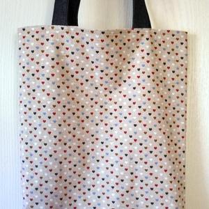 Drapp alapon szívecske mintás táska/szatyor , Táska, Divat & Szépség, Táska, Válltáska, oldaltáska, Szatyor, Varrás, Stop műanyag! Használj textiltáskát a bevásárlásaidhoz! A táskát, kívül drapp alapon piros-kék-fahéj..., Meska