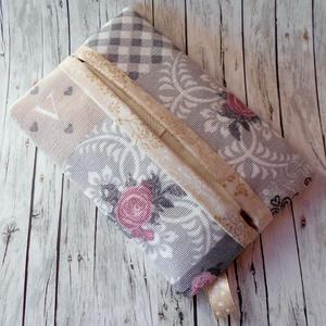 Zsepitartó (Vintage stílusú patchwork mintás szürke-beige-rózsaszín), Táska & Tok, Pénztárca & Más tok, Zsebkendőtartó, Varrás, Sokszor szembesülök én magam is azzal a problémával, hogy amikor hirtelen szükségem lenne papírzsebk..., Meska