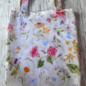 Világosszürke márványmintás alapon mezei virágok bevásárló táska/szatyor, Táska & Tok, Bevásárlás & Shopper táska, Shopper, textiltáska, szatyor, Varrás, Ha tartós, jó minőségű bevásárló táskát szeretnél, ami ráadásul még szép is, akkor neked ajánlom ezt..., Meska