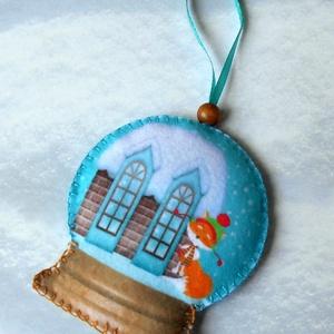 Különleges hógömb alakú karácsonyfadísz (házikós-rókás) - Meska.hu