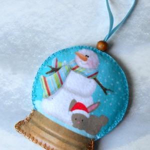 Különleges hógömb alakú karácsonyfadísz (nyuszis-hóemberes) - Meska.hu