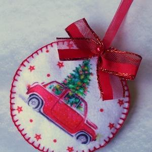 Piros autós-karácsonyfás kör alakú karácsonyfadísz  - Meska.hu