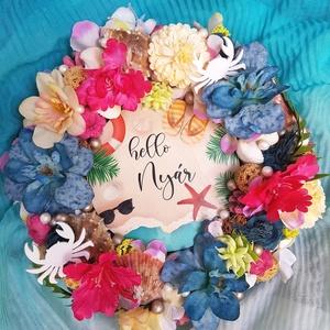 HELLO SUMMER ajtódísz, Otthon & lakás, Dekoráció, Dísz, Lakberendezés, Ajtódísz, kopogtató, Virágkötés, Úgy hiszem ez a kopogtató minden színében, elemeiben nyarat idéző. Színes virágok, kagylók, tengerpa..., Meska