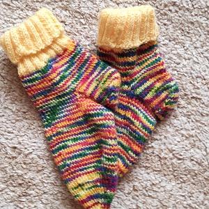 """Tarka cirmos zokni, Ruha & Divat, Babaruha & Gyerekruha, Kötés, Kedves Érdeklődőm!\nFogadd szeretettel a jó szívvel, hobbyból kötött """"lábtyűket""""!\nMindegyik páros  eg..., Meska"""