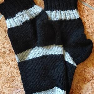"""Fekete csíkos, Ruha & Divat, Férfi ruha, Kötés, Kedves Érdeklődőm!\nFogadd szeretettel a jó szívvel, hobbyból kötött """"lábtyűket""""!\nMindegyik páros  eg..., Meska"""